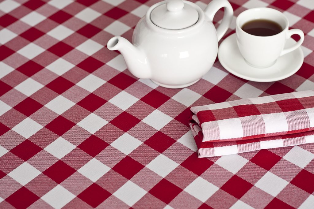 Gingham Bring Some Country Charm To Your Dining Table